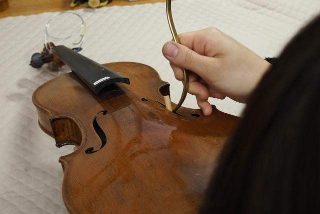 弦楽器ヤマシタの職人
